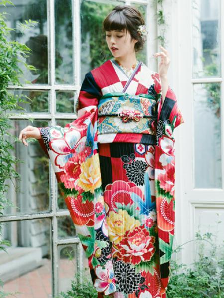 振袖コレクションNO:K224/赤・白・黒の市松の柄がパッと目を引きまさに流行の一着。帯や小物で華やかさをアップし、個性的な色遊びを楽しんでみるのも◎。