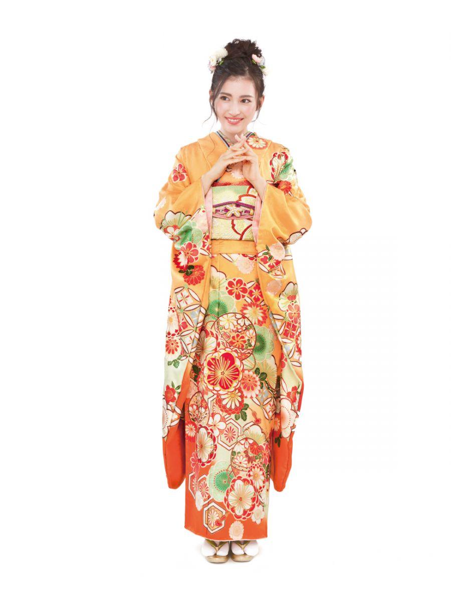 振袖コレクションNO:K222/キャンディのようなオレンジ色でキュートな印象。帯や襟元で黄緑色を合わせフレッシュさ溢れる二十歳の装いに。