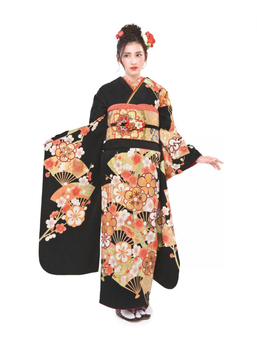 振袖コレクションNO:K102/大和撫子を思わせる、しっとりとした上品な趣き。扇子に梅をのせた縁起の良い柄に格式と風情が薫って。慎ましやかで大人っぽい振袖スタイルを叶えてくれる一着。