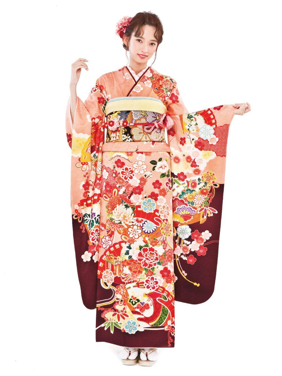 振袖コレクションNO:N202/桃色から海老茶へと変化する、クラシカルな配色がすらりとした着姿を演出。特別な1日だからこそ、可愛いだけじゃない上品な装いに。
