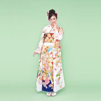 振袖NO:K218/白から青のグラデーションが凛とした女性の雰囲気を感じさせる振袖。桜や松が色鮮やかに描かれ、二十歳の門出を華やかに祝福する一着。
